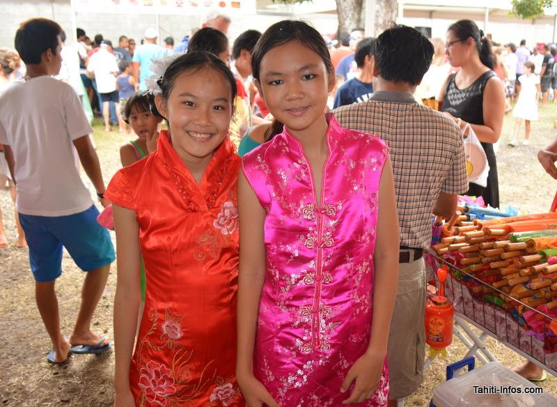 Le public a joué le jeu et les filles étaient vêtues de robes traditionnelles.
