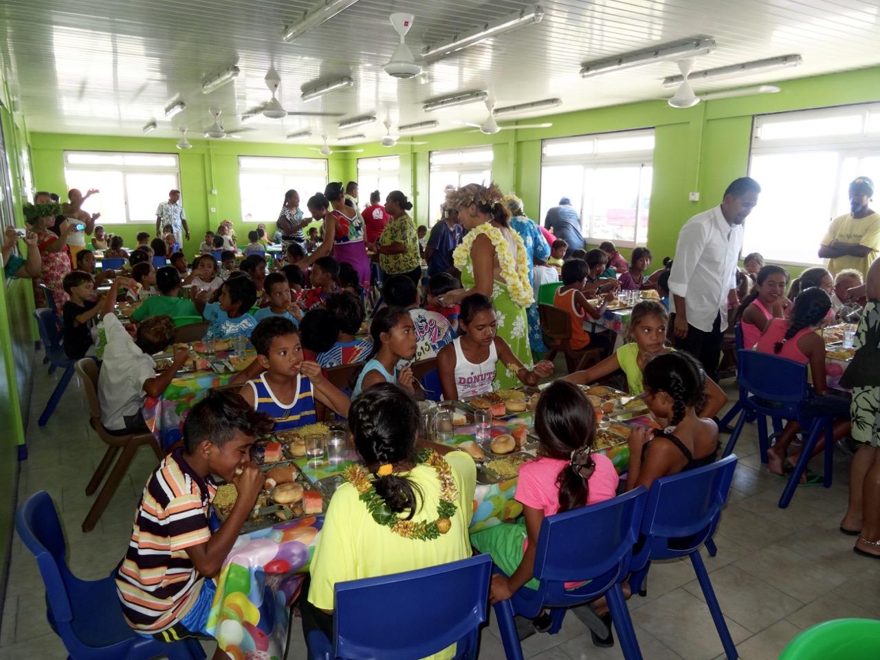 La cantine communale de l'école primaire Arikitamiro à Makemo.