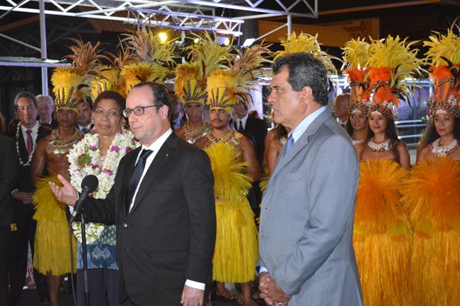 François Hollande lors de son allocution à son arrivée dimanche soir à l'aéroport de Tahiti Faa'a.