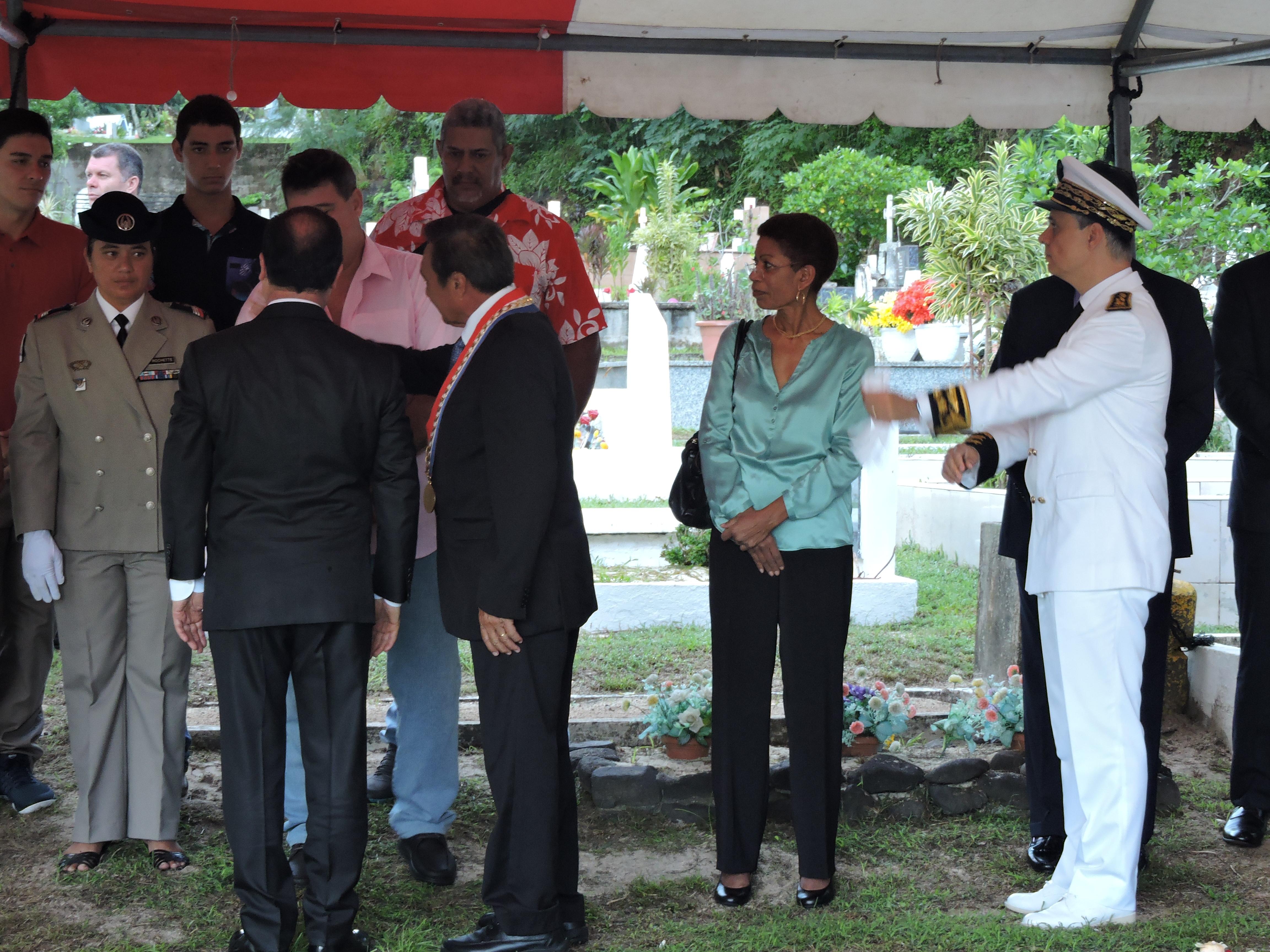 François Hollande s'est entretenu avec la famille de Pouvana'a a Oopa