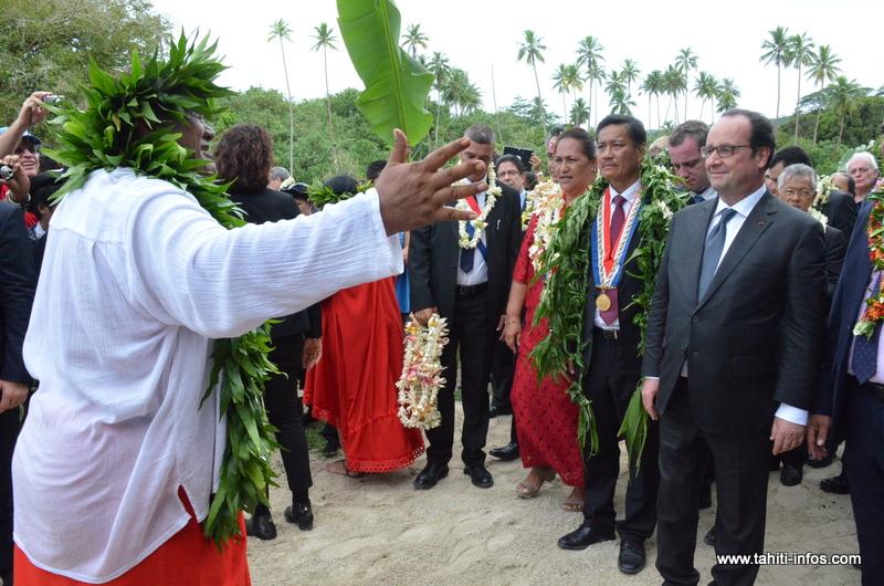 Lors du 'orero de bienvenue à l'arrivée sur le site de Taputapuatea.