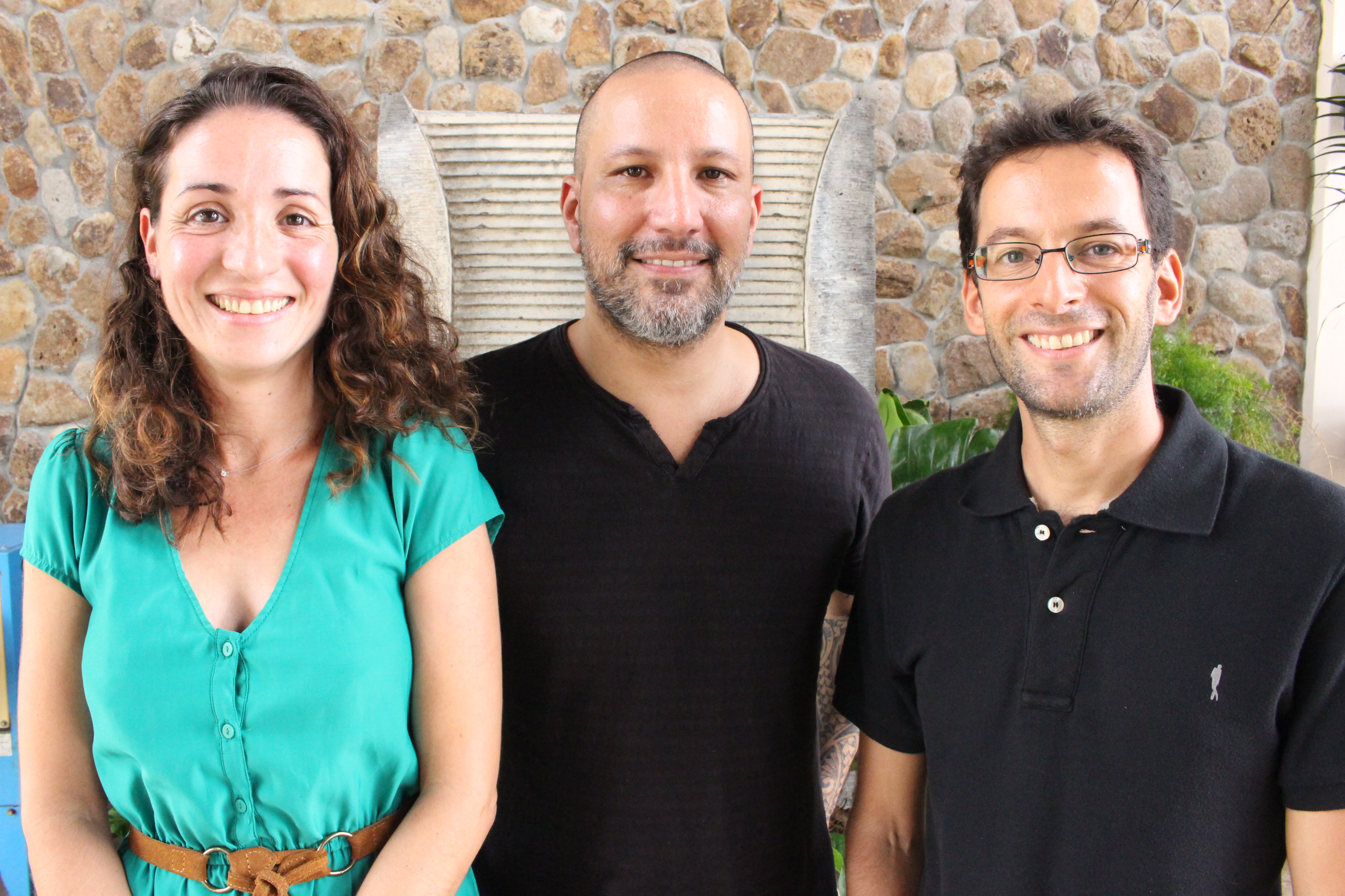 Sabrina et Guillaume Bessaa qui lancent la plateforme de crowdfunding locale Hotu Pacifique et Emmanuel Schneider, consultant en webmarketing.