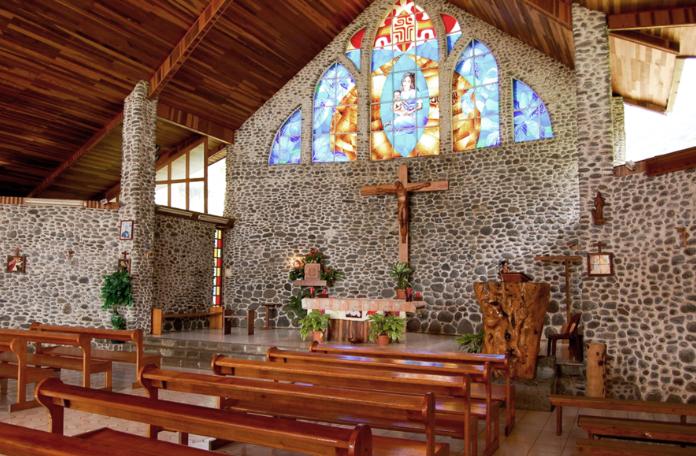 Eglise Sainte-Mère-de-Dieu, à Vaitahu, Tahuata, Marquises. Photo Purataa