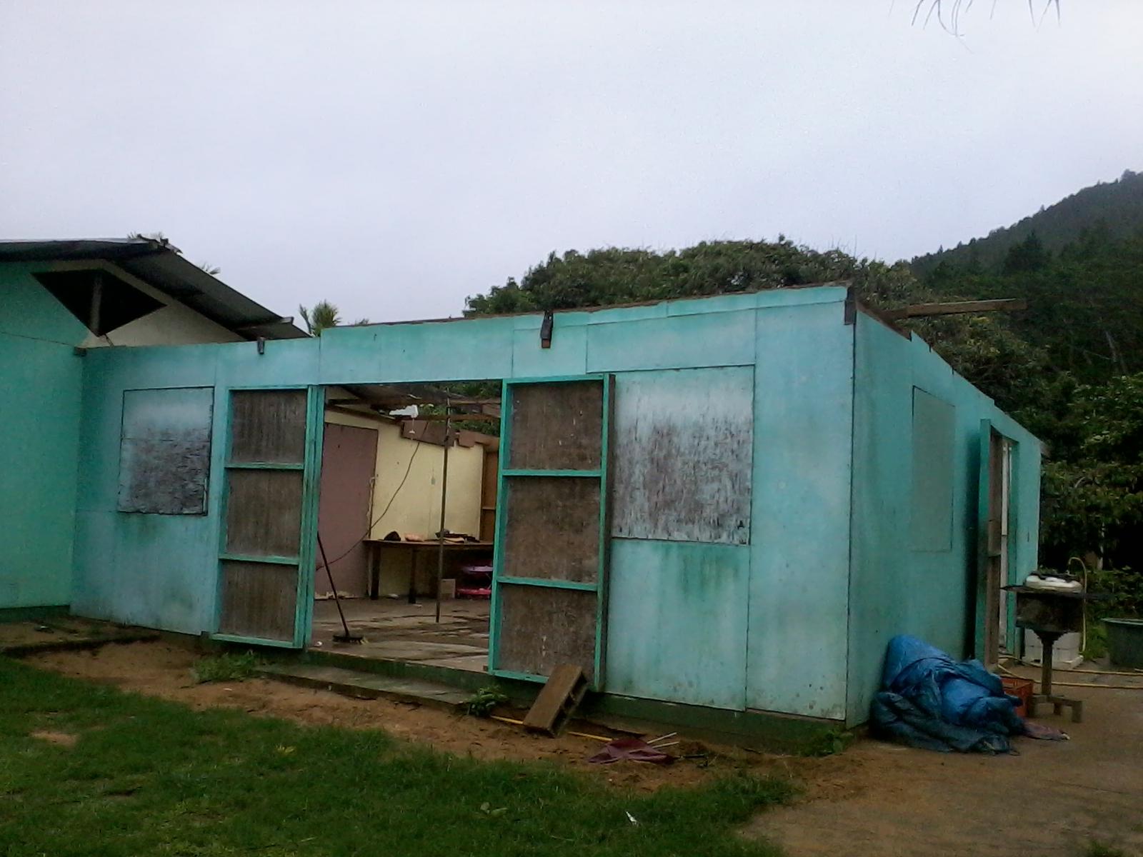 À Tubuai, des toitures se sont envolées avec la puissance du vent