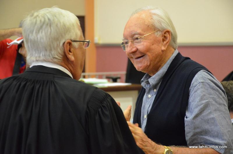 Gaston Flosse, jeudi 25 février 2016, peu avant l'annonce de sa condamnation en appel dans l'affaire du SED. Ici avec son avocat, François Quinquis.
