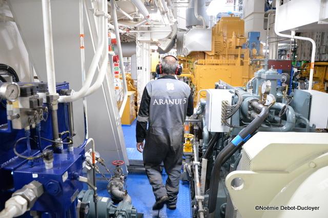 Les mécaniciens assurent le bon fonctionnement du navire en mer et à terre, de jour comme de nuit.