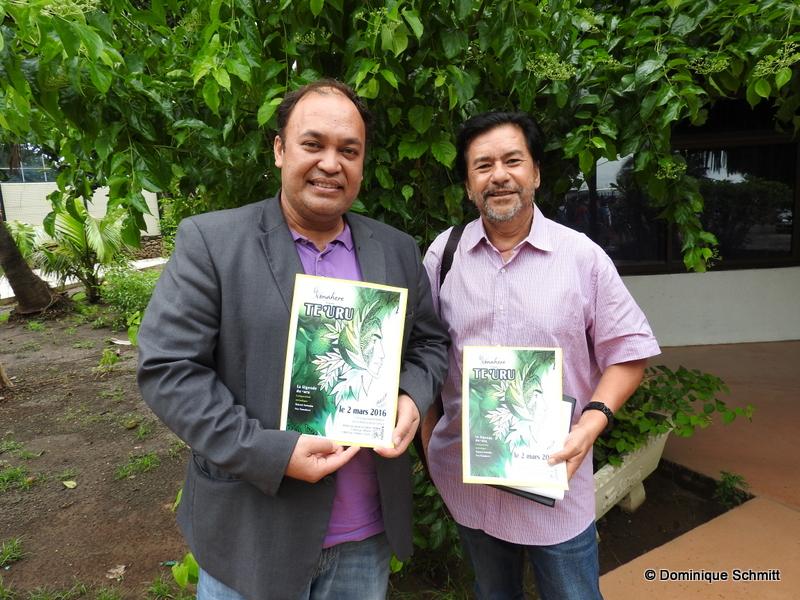 """Matani Kainuku, à la tête de l'association Nonahere, et Martin Coeroli, le directeur par intérim de la Maison de la culture, ont coréalisé le spectacle """"Te 'uru"""" qui faire revivre la légende du fruit de l'arbre à pain."""