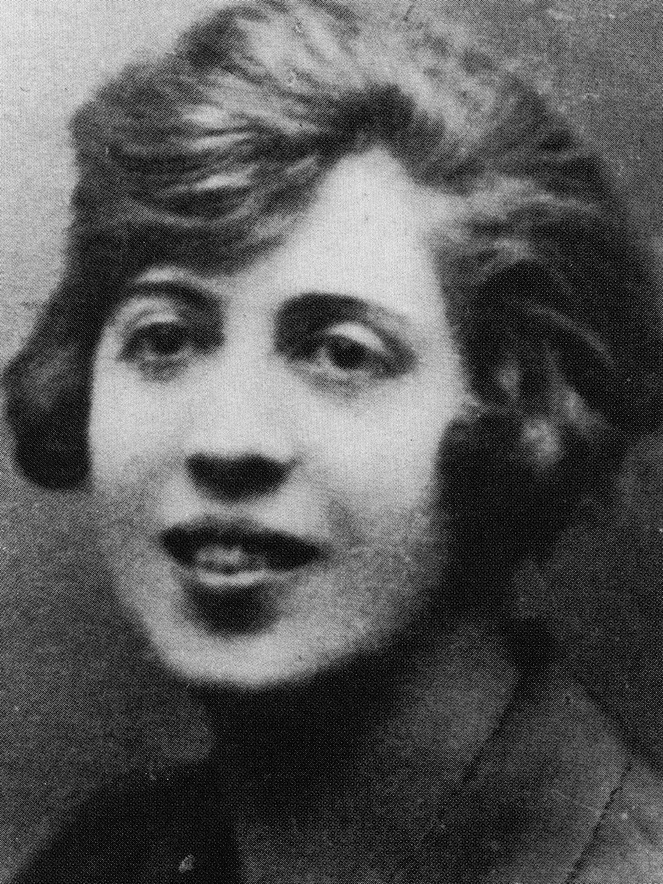 """L'un des rares portraits de la """"baronne Wagner"""", qui aimait l'argent, le sexe et qui, surtout, voulait être célèbre."""
