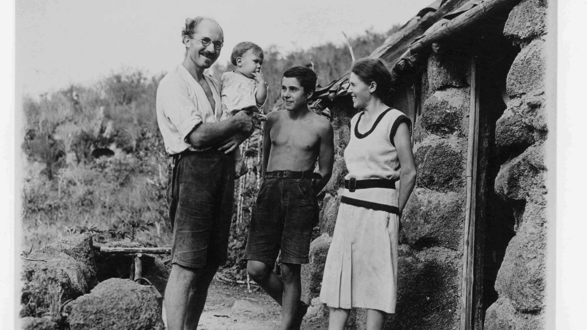 La famille Wittmer au grand complet ; de gauche à droite, Heinz avec, dans ses bras, le petit Rolf (né le 1er janvier 1933), Harry et Margret.