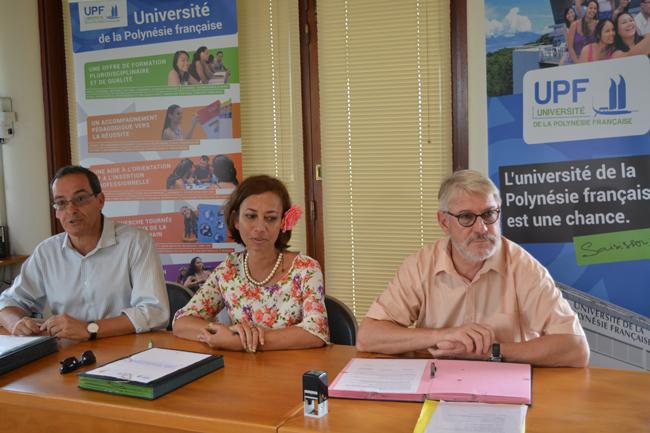 Signature des conventions avec Eric Conte, le président de l'UPF, Nicole Sanquer la ministre de l'éducation et Jean-Louis Baglan, le vice-recteur.