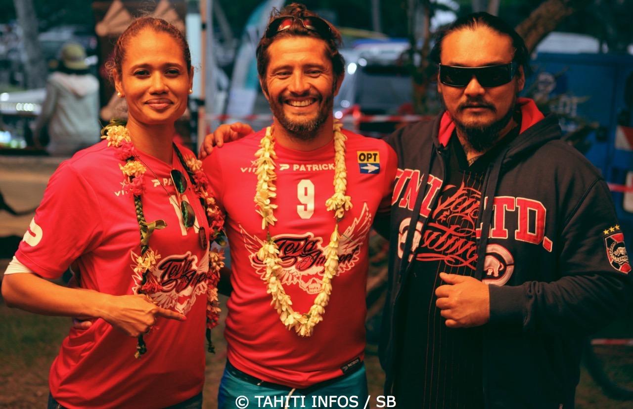 Jeff et Prisca avec Lizarazu. Teva Import sponsor du beach soccer également...