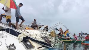 la police philippine inspecte le yacht au jour de la découverte d'un homme mort