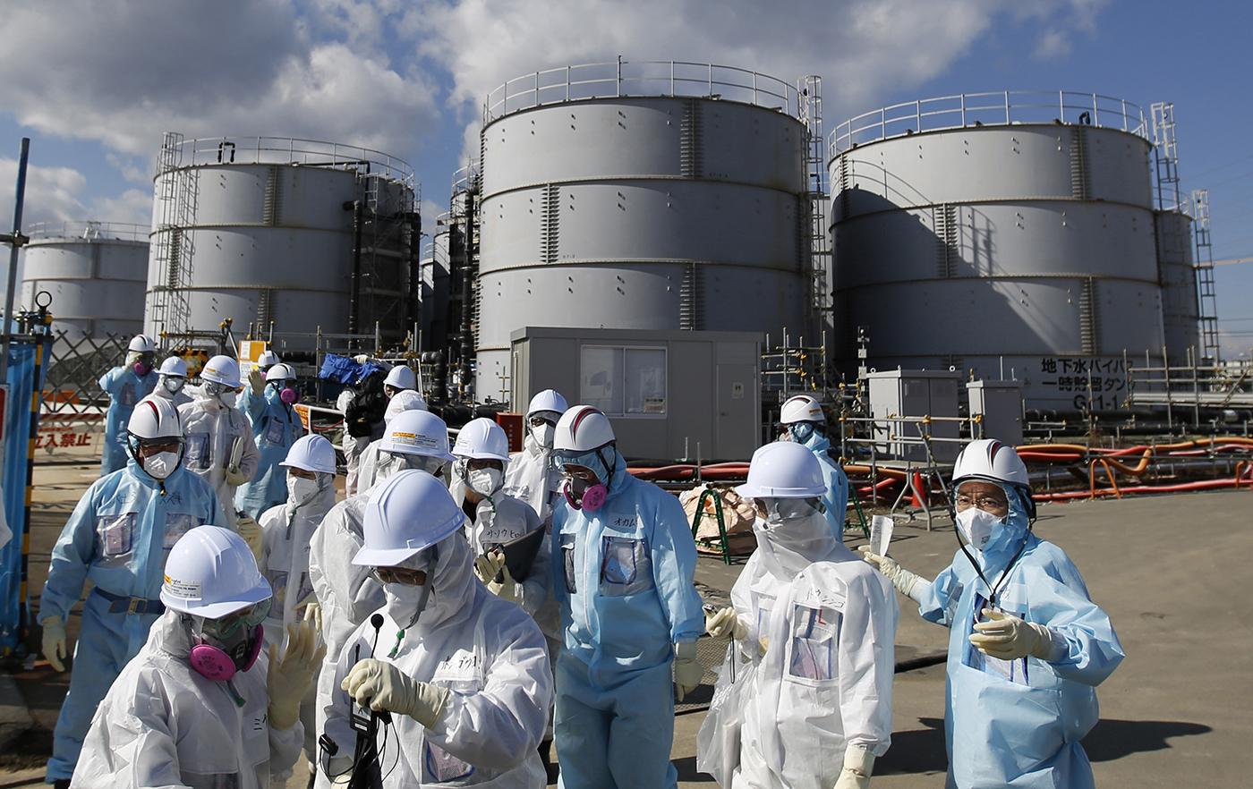 Du fait de l'accident de Fukushima, la région est découpée en fonction du niveau de radiation: sept localités (24.100 habitants partis) restent en tout ou partie interdites et inhabitables.