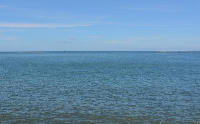"""Depuis juillet 2011, une concession pour 30 ans d'occupation temporaire d'un emplacement du domaine public maritime de 2250 m2 a été consentie par le Pays dans la passe de Taunoa au profit de la société Froid de Polynésie """"pour l'implantation d'un réseau de prise d'eau de mer profonde""""."""