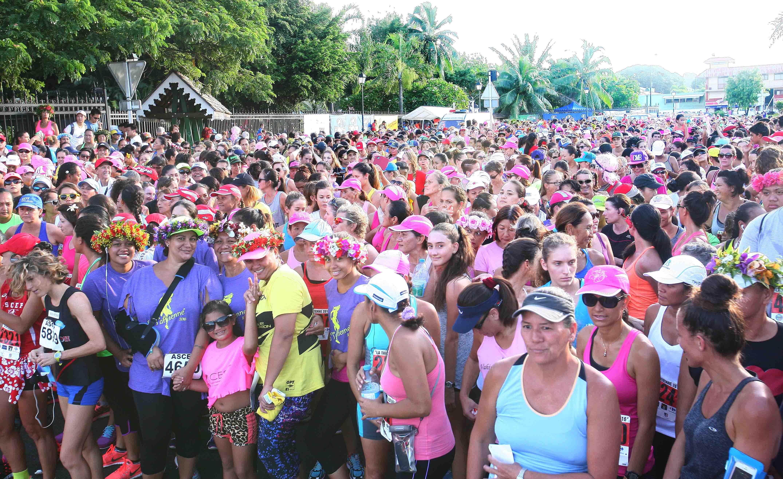 """5 500 """"Tahitiennes"""" et une ministre ont couru contre le cancer"""