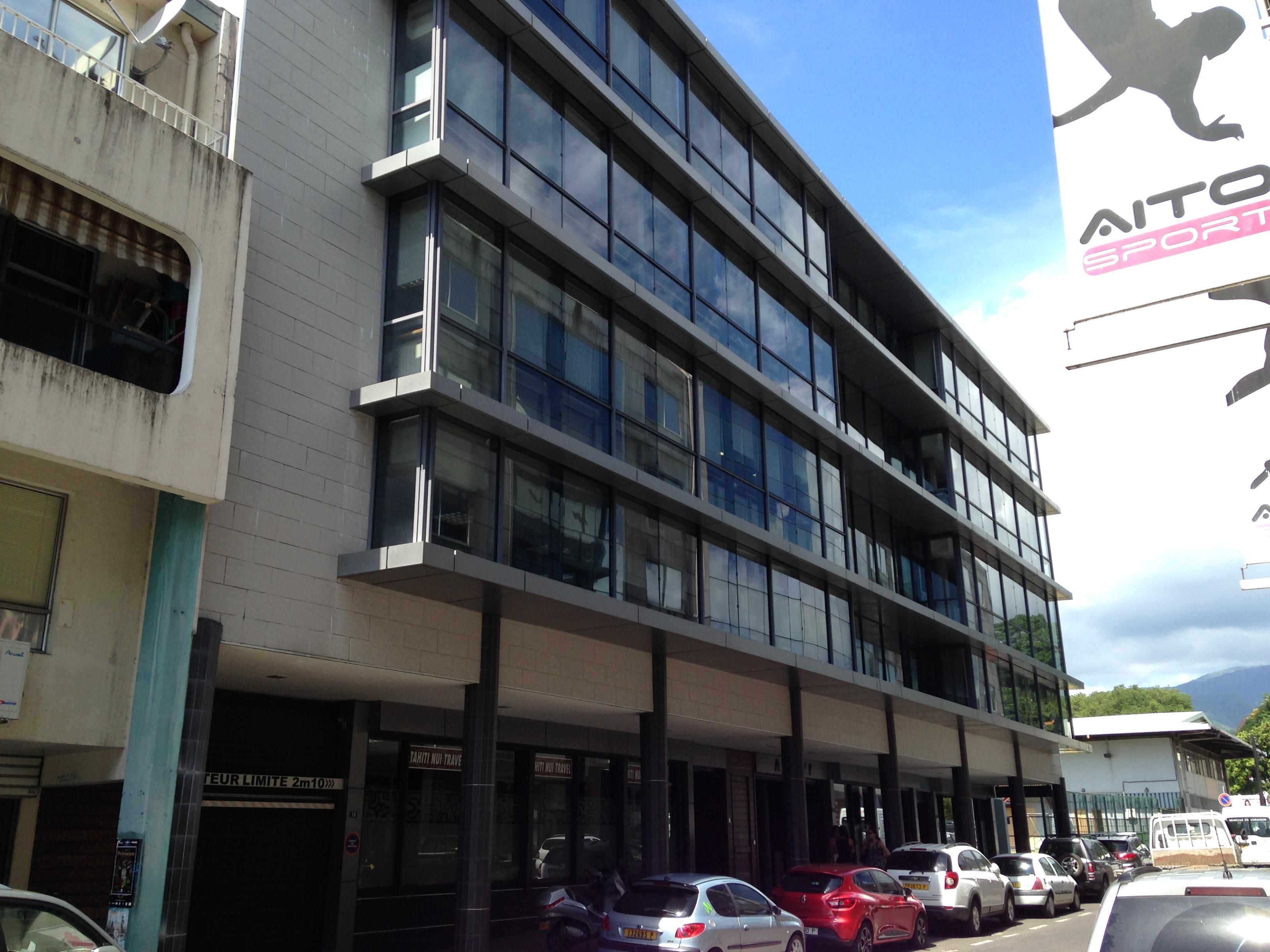 L'immeuble Ateivi, où sont installés les locaux de l'agence Tahiti Nui Travel, rue Mgr Tepano Jaussen à Papeete.