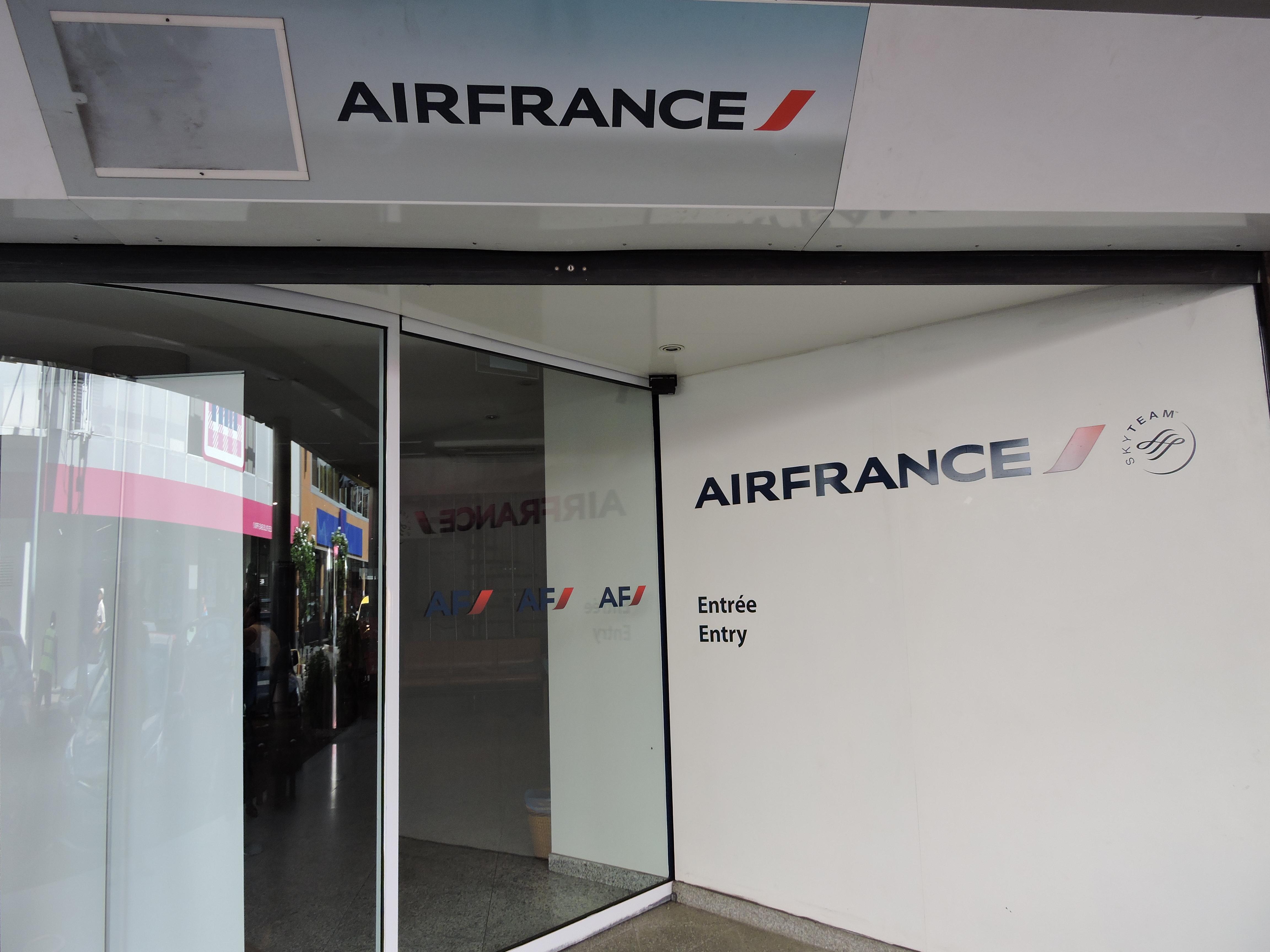 Pour plus d'informations, les passagers peuvent contacter Air France au 40.47.47.47. Le service téléphonique est ouvert en journée continue jusqu'à 16h30.
