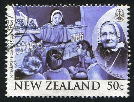 La Nouvelle-Zélande a fait de la petite Lyonnaise une héroïne de son histoire, comme en témoigne ce timbre commémoratif.