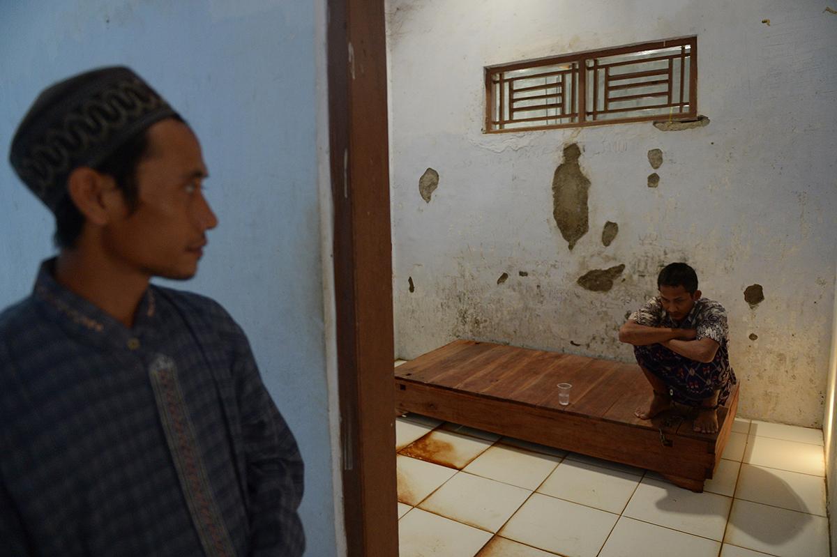 Indonésie: le calvaire de malades mentaux enchaînés
