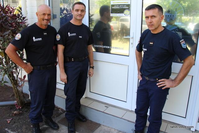 L'adjudant-chef Maraeauria, dit Vito (à g.), chef des TIC de la gendarmerie pour la Polynésie française.