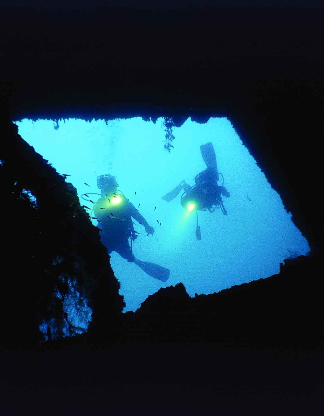 """Bienvenue dans l'épave du """"Nordby"""", qui repose dans le lagon de Raiatea depuis 116 ans."""