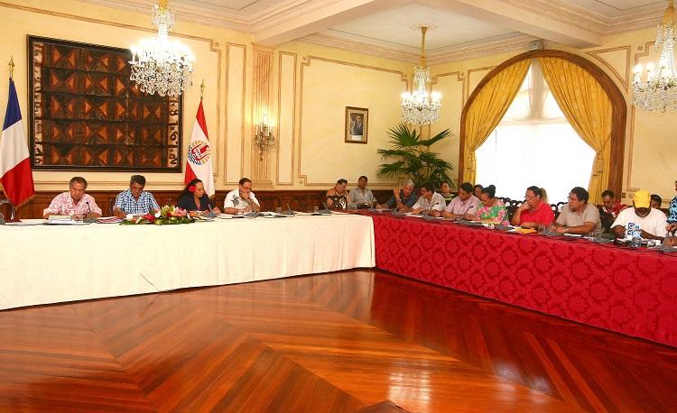Le président Fritch et les ministres Tea Frogier et Patrick Howell ont discuté ce jeudi avec les représentants syndicaux de la réforme de la PSG.