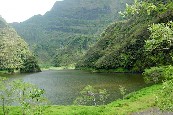 Depuis 2008, l'accès au lac de Vaihiria est devenu quasi impossible en raison du blocage de la route traversière depuis Mataiea. La situation perdure encore aujourd'hui malgré les décisions de justice.