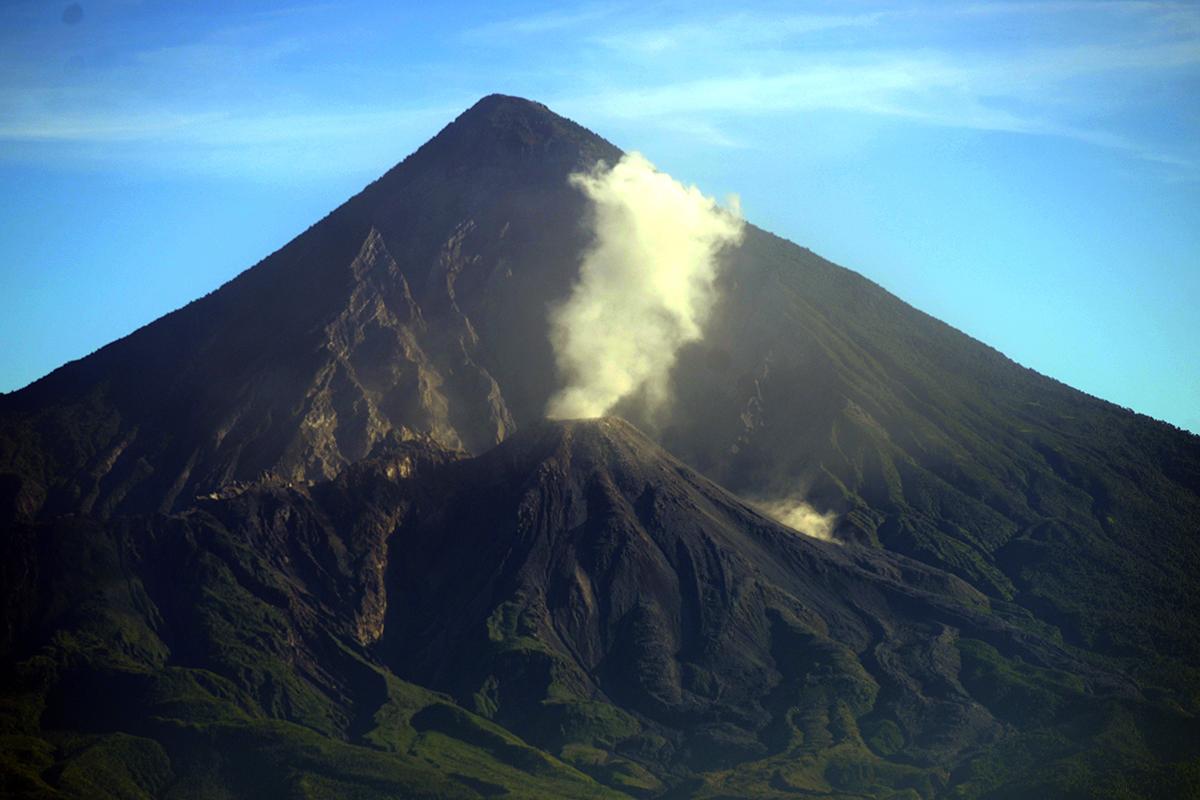 "Guatemala: le volcan Santiaguito en ""phase explosive haute"""