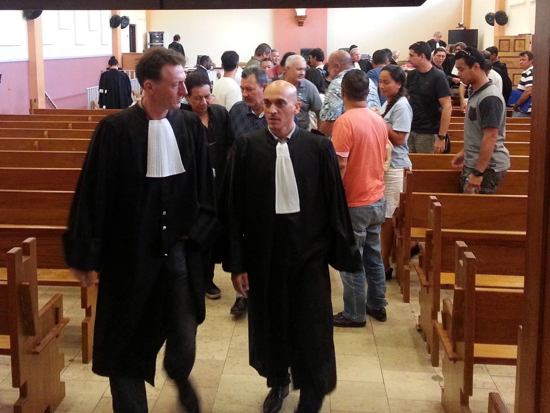 La grande salle d'audience du palais de justice était comble, ce lundi, avec ses 25 prévenus pour autant d'avocats.