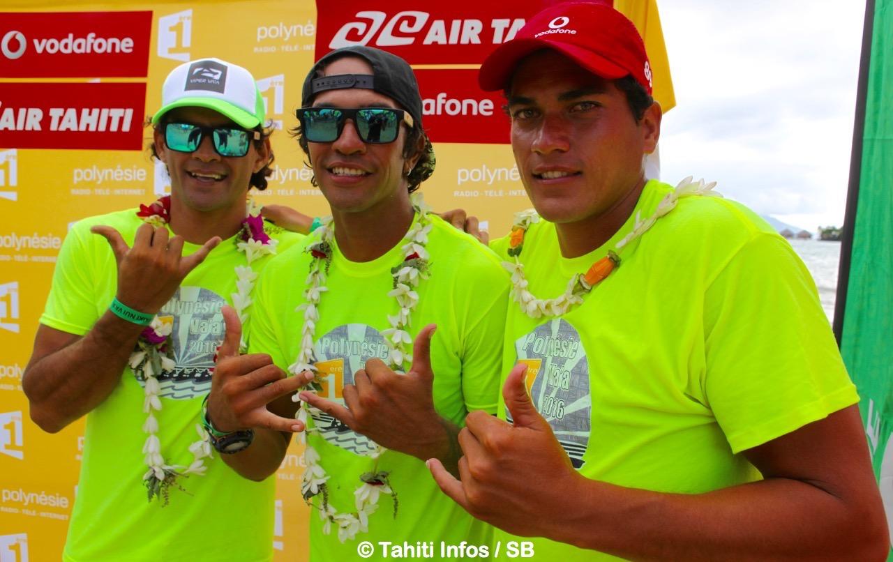 Steeve Teihotaata, à gauche, après la remise des prix de la course