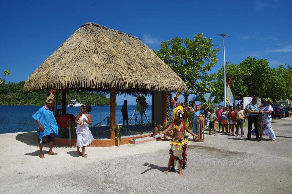 Un fare pote'e d'accueil, 16 corps-morts écologiques permanents, d'un ponton flottant, des points de collecte des déchets et des points d'eau ont été installés pour les plaisanciers à Huahine.