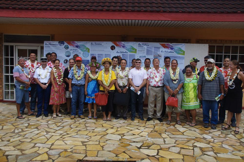 Etaient présents cinq maires des îles Sous-le-Vent autour du tavana de Huahine, Marcelin Lisan. Mais aussi l'administrateur d'Etat, Christophe Lotigié ;  le chef de la circonscription des ISLV (Pays) Yannick Ebb, le président de la CCISM, Cyril Tetuanui le président du syndicat pour la promotion des communes de Polynésie française, ainsi que les représentants de la DPAM, de Tahiti Tourisme, qui ont participé à une réunion de sensibilisation de la population au tourisme nautique sur Huahine.