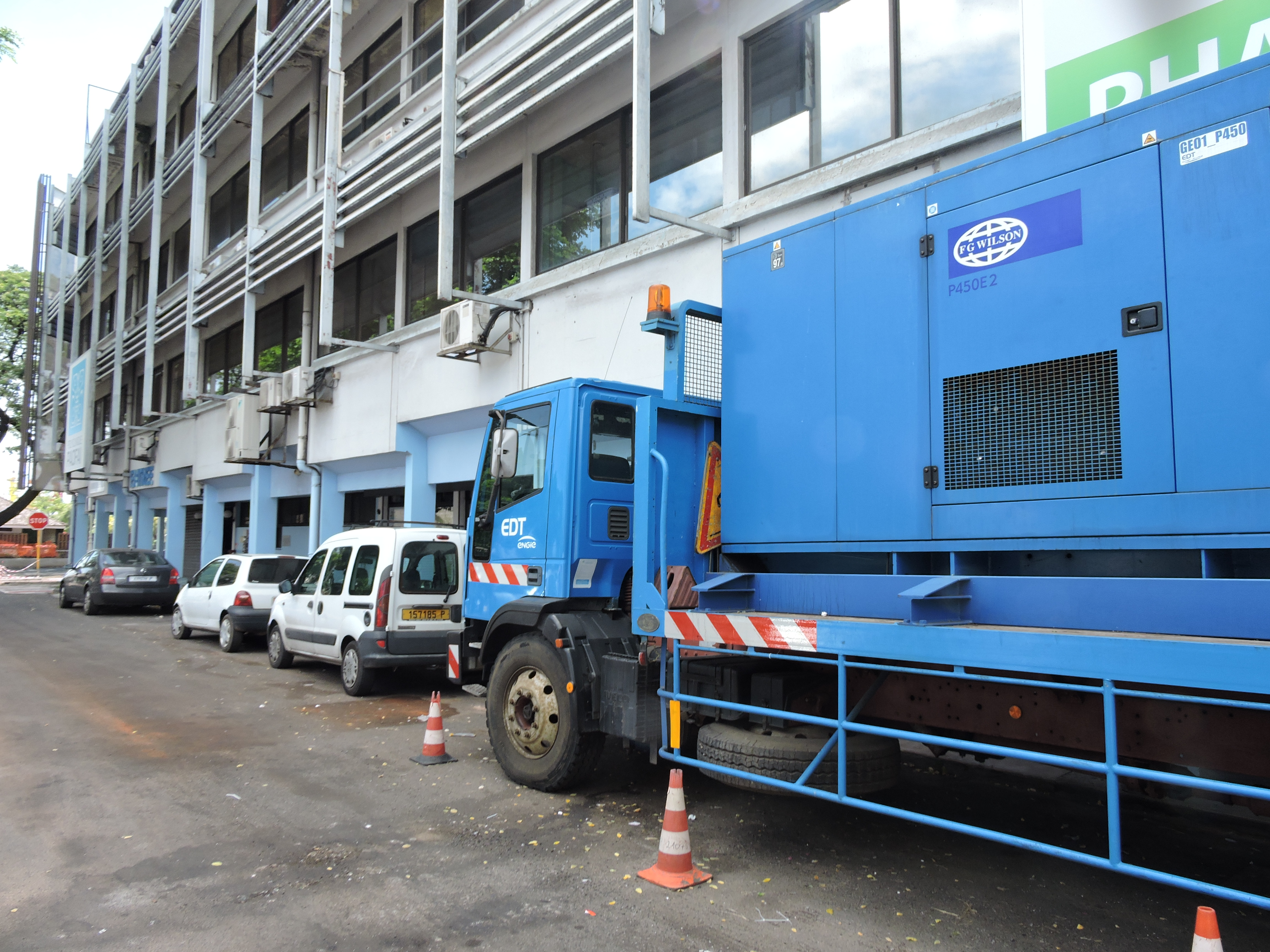 Dans la nuit du 17 au 18 mars, la clinique Paofai s'était retrouvée sans électricité. Le groupe électrogène qui est censé pouvoir prendre le relais n'avait pas rempli sa fonction. Un groupe électrogène d'EDT avait donc été placé aux lendemains de cet incident.