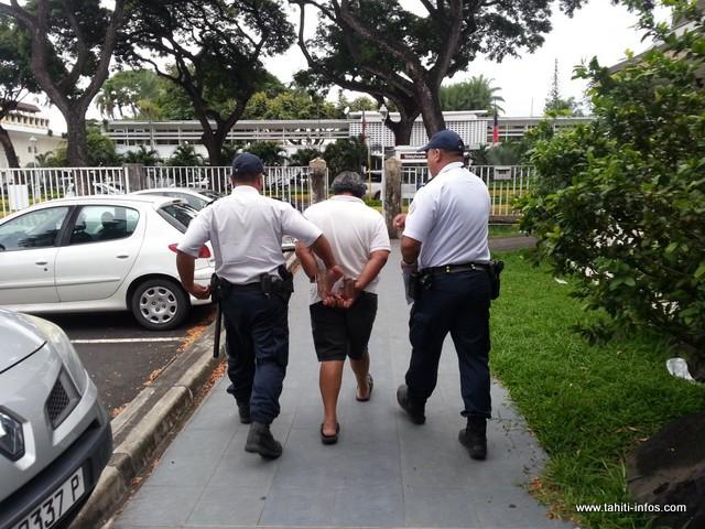 Jugé cet après-midi en comparution immédiate, l'escroc a été condamné à un an de prison ferme avec mandat de dépôt.