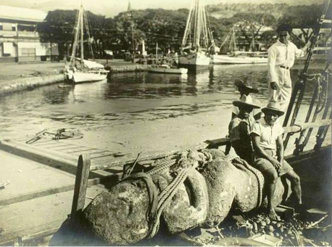 Le débarquement des tiki à Papeete en 1934. Photos L'illustration.