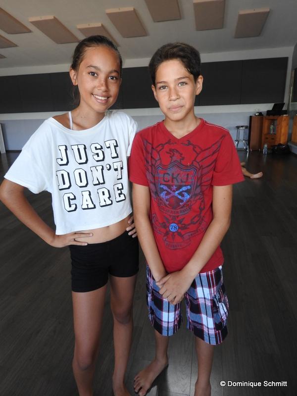 Manuvai Martin, 12 ans, et Manuarii Guilbeaut, 11 ans interprètent respectivement Jane et Michaël Banks dans ce conte de Disney revisité.