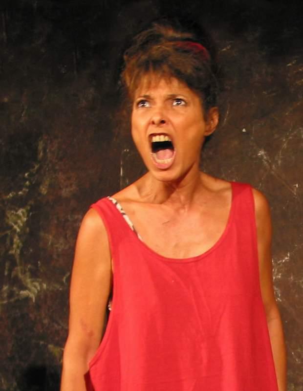 """Jouée par Patricia Mollié, la Mère Ubu est-elle une """"despote housewife"""" ou une schizophrène ? Réponse le 29 avril…"""