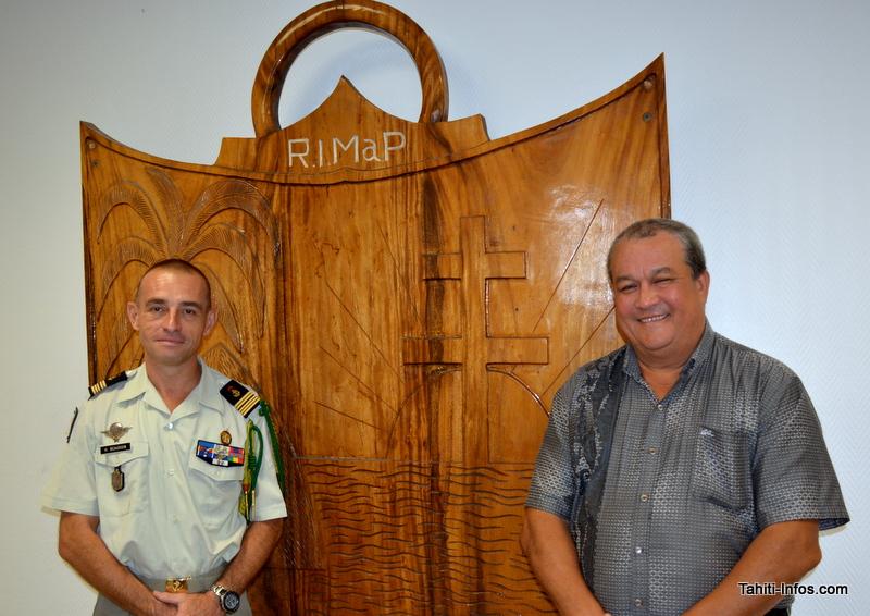 Le colonel Beaudoin, commandant du RIMaP-P, et Eric Noble, président de l'Amicale du Bataillon du Pacifique