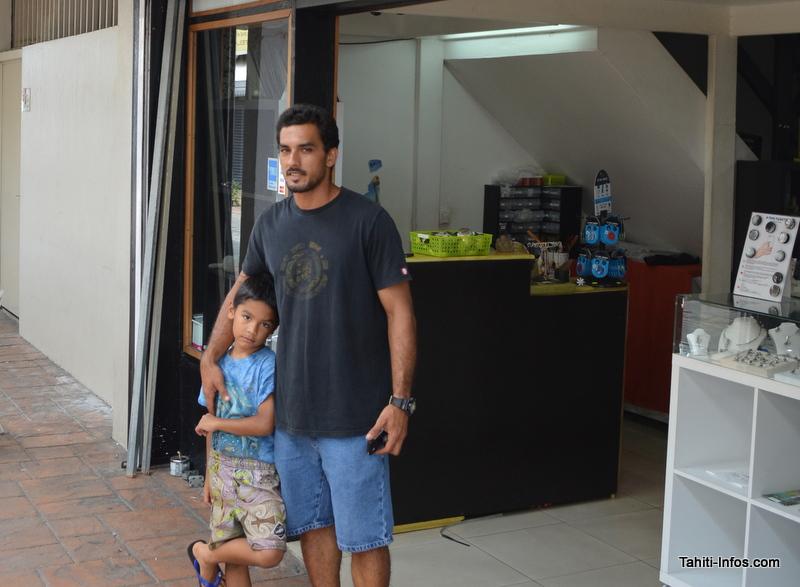 Le dimanche les commerçants travaillent en famille