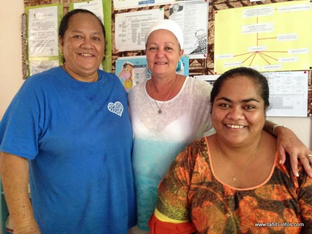 Une partie de l'équipe du foyer Maniniaura, avec Violaine Utia, directrice par interim, à droite