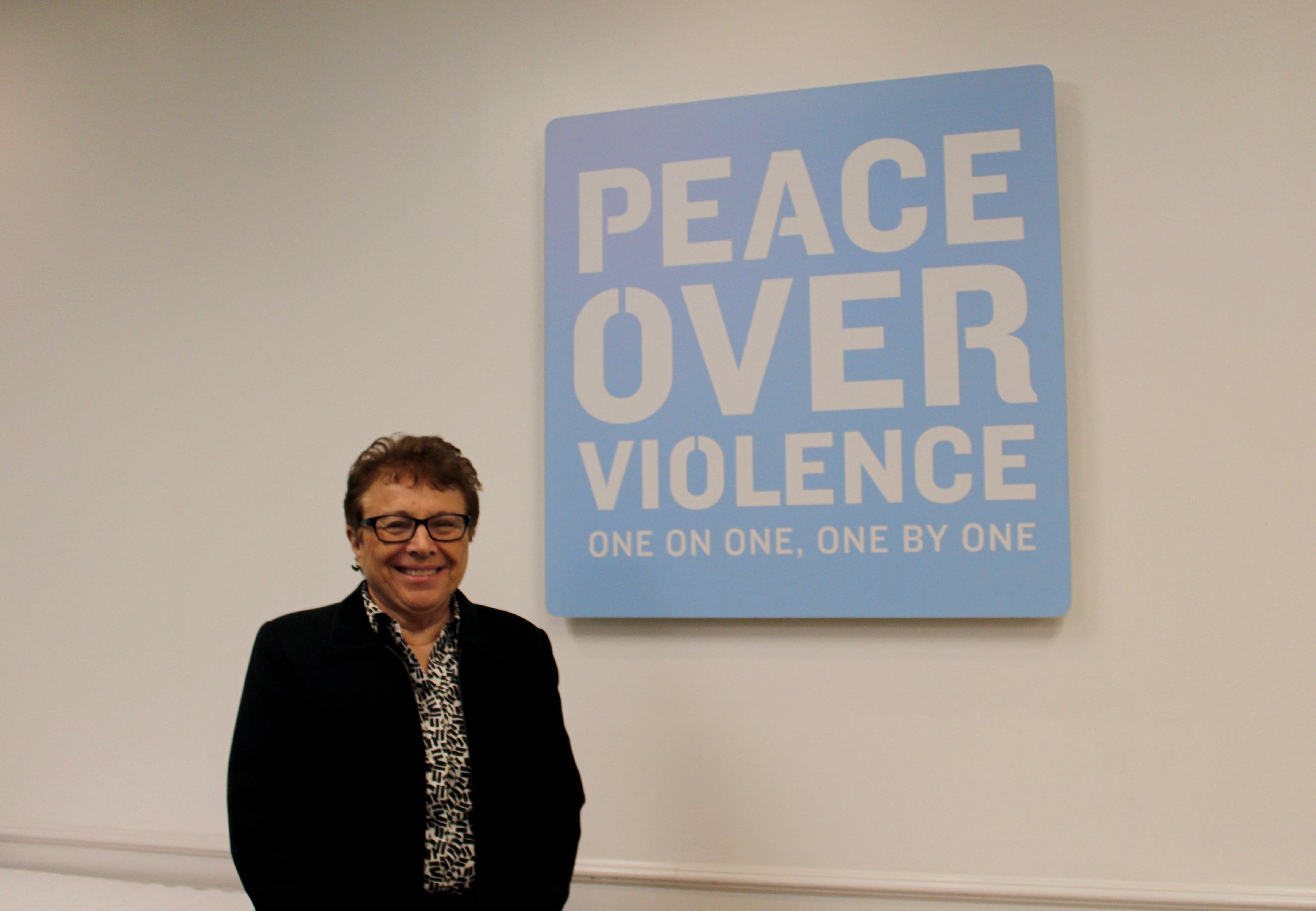 Patricia Giggans, directrice de la fondation Peace over Violence qui créé les Denim Day en 1999