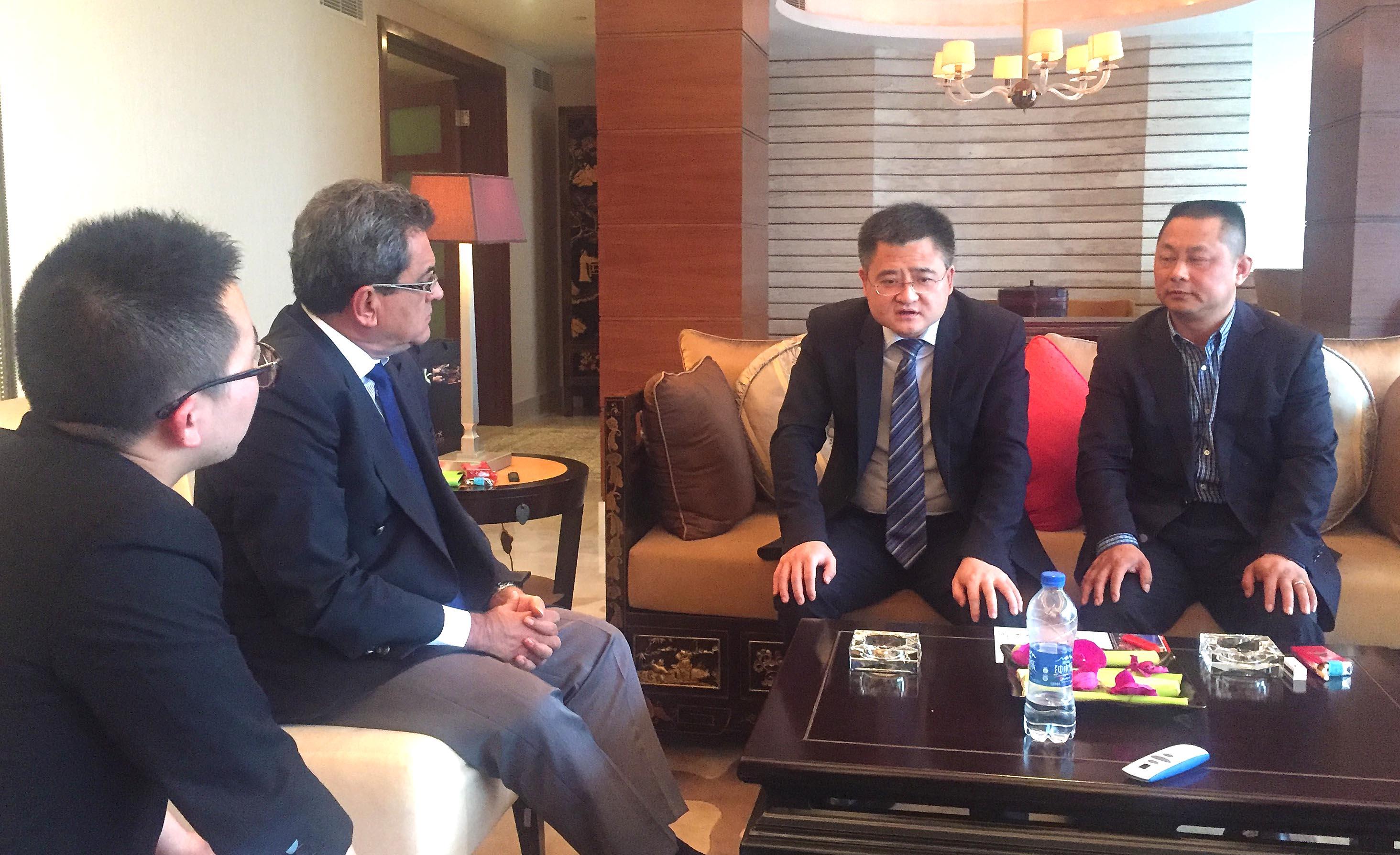 Le président Fritch a rencontré le directeur des affaires et de la coopération internationale de la China Development Bank, Wang Fen à Shanghai.