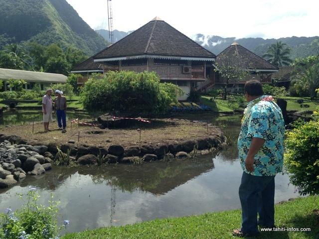 La pierre de Opuhara sera déplacée sur le petit îlot en face de la mairie.