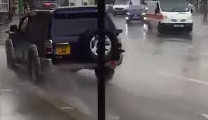 Un arroseur en série recherché par la police londonienne