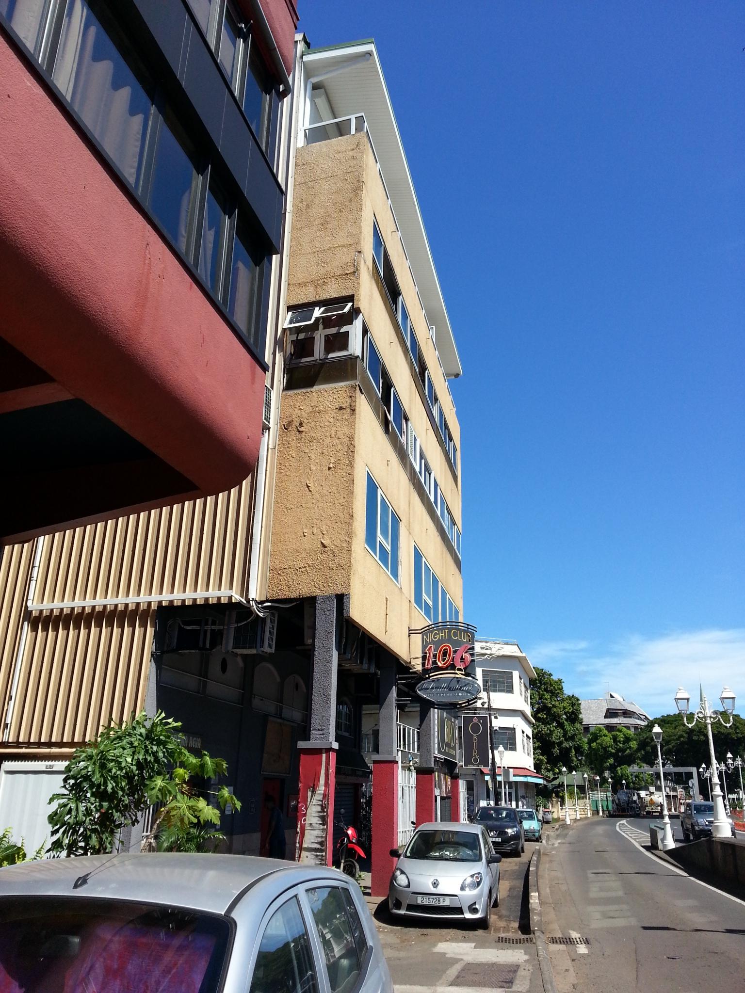 C'est au quatrième étage de cet immeuble du front de mer que les pompiers ont fait la macabre découverte.