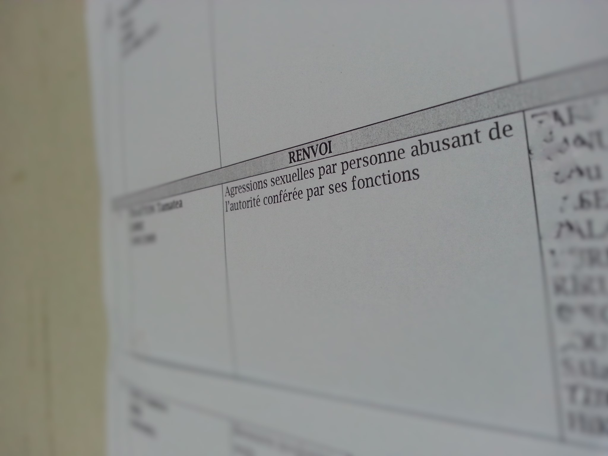 L'enseignant encourt de la prison ferme et une interdiction définitive d'exercer sa profession.