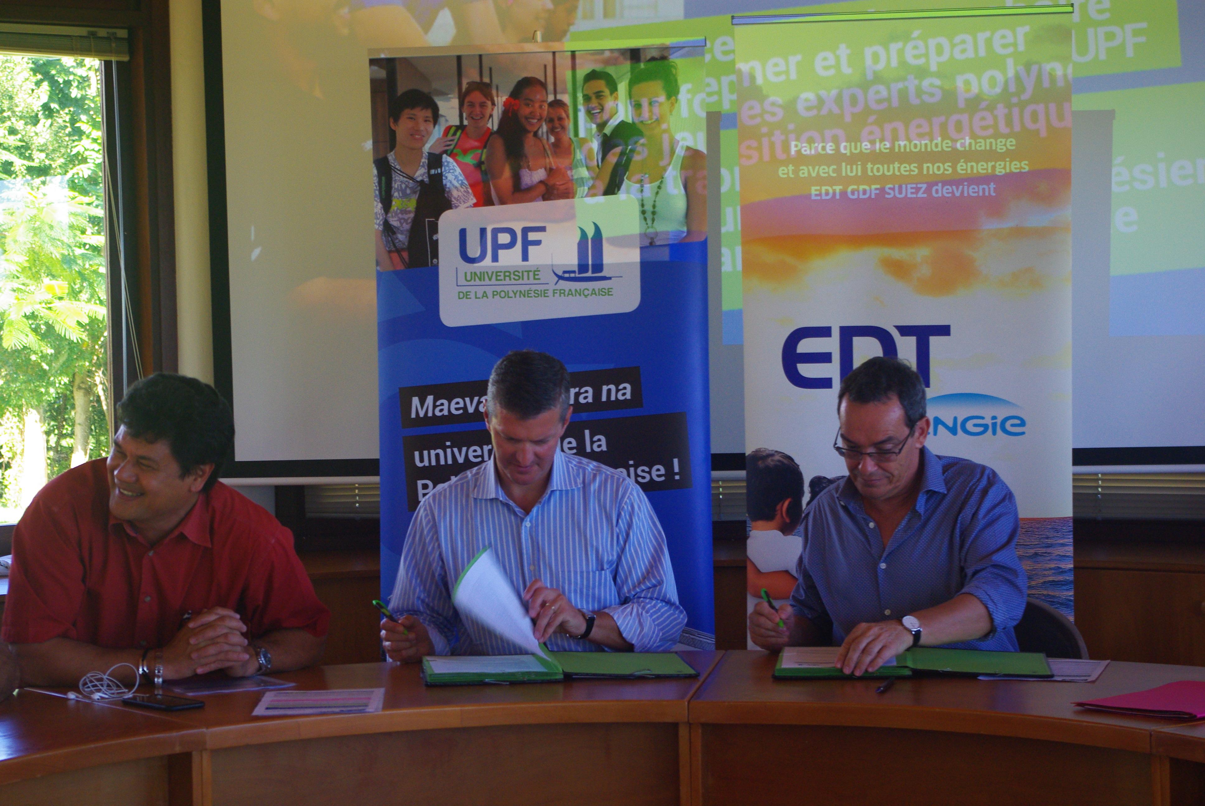 Eric Conte, le président de l'université de la Polynésie française et Grégoire de Chillaz, président directeur général d'EDT Engie ont signé, mardi matin, une convention de collaboration entre l'université et EDT