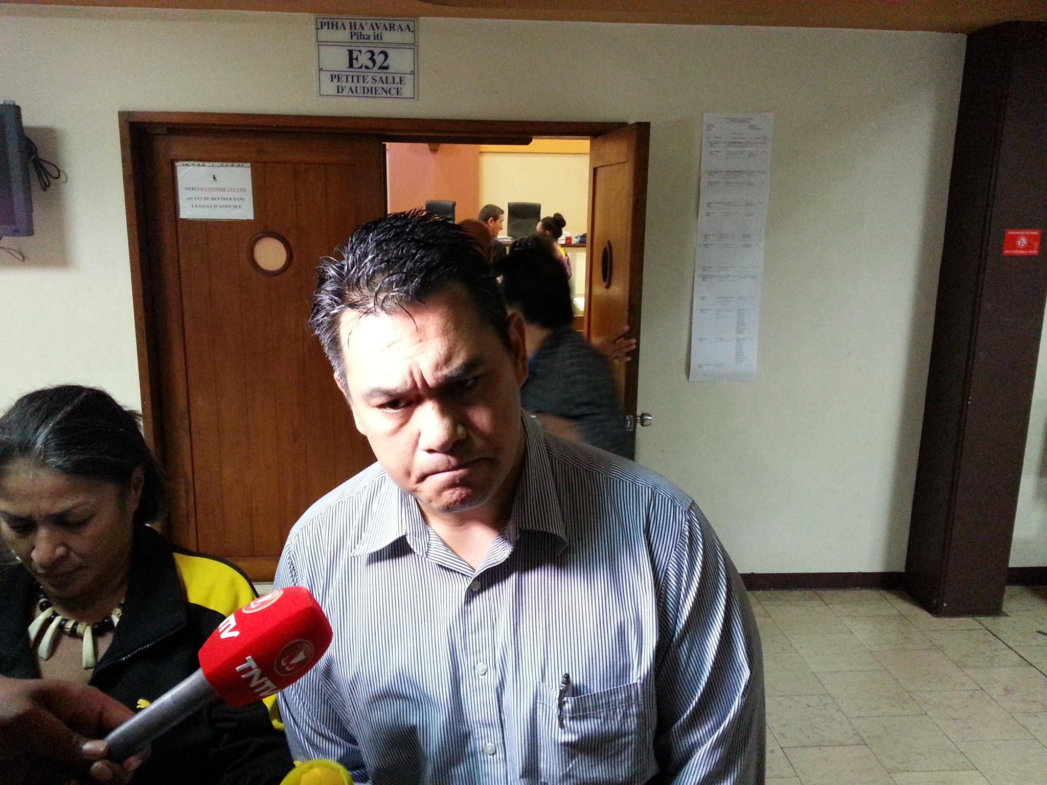 Jean-Paul Tuaiva a réitéré son mea culpa devant les médias, ce matin à la sortie de l'audience.