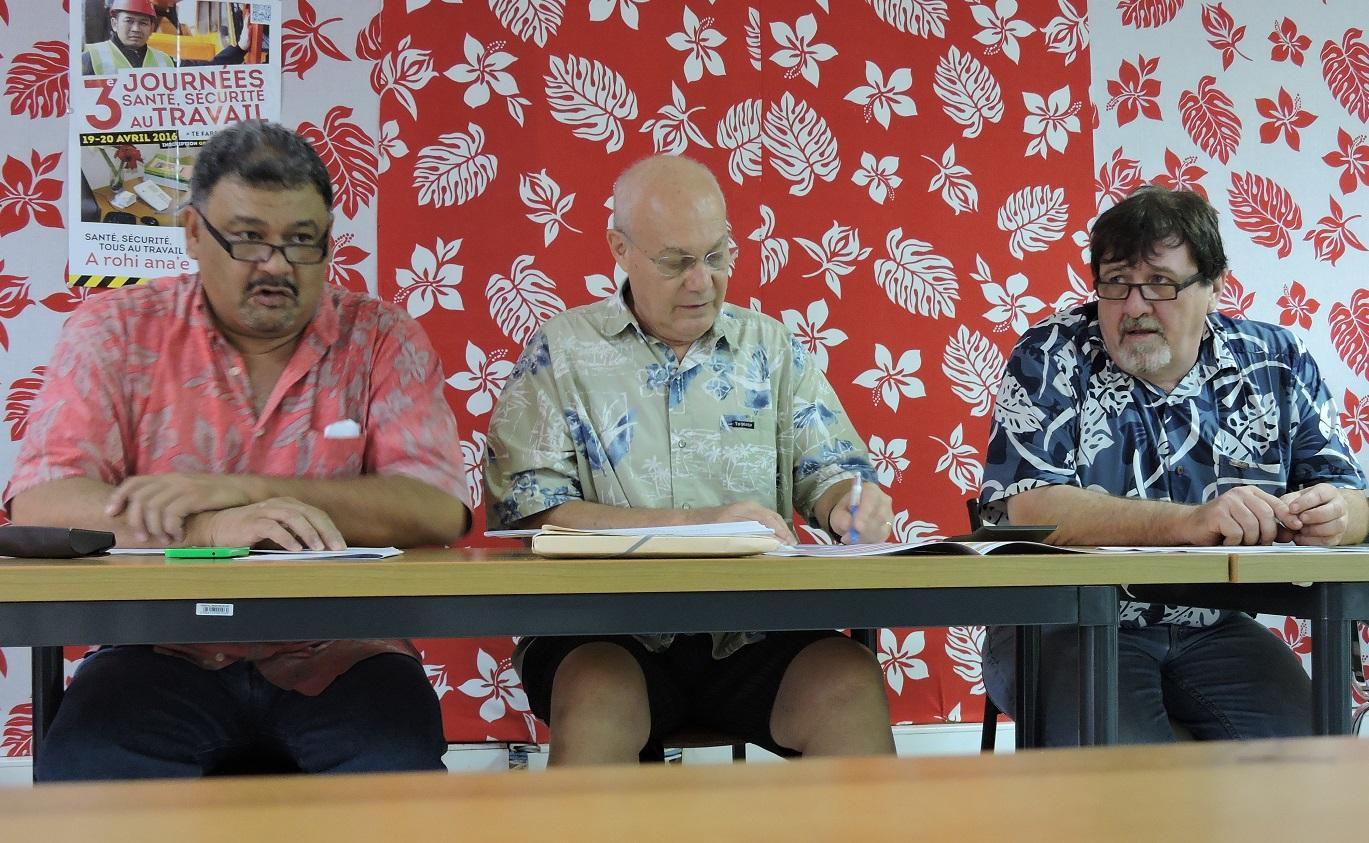 Heifara Parker, secrétaire général de A Ti'a i Mua, Dimitri Pitoeff et Yves Laugrost, président du conseil d'administration du régime des salariés.