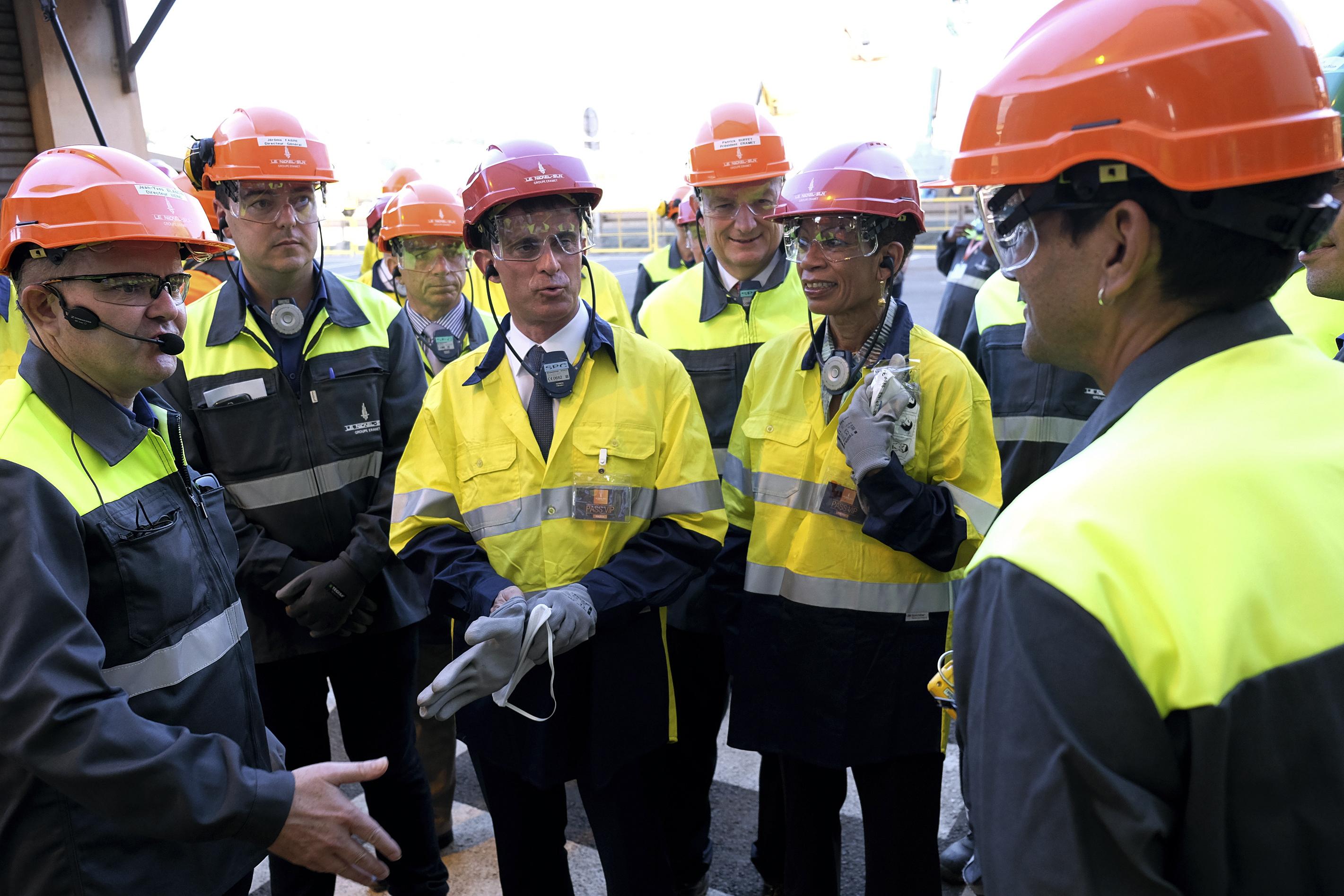 Le Premier ministre a visité l'usine SLN. Photo : AFP
